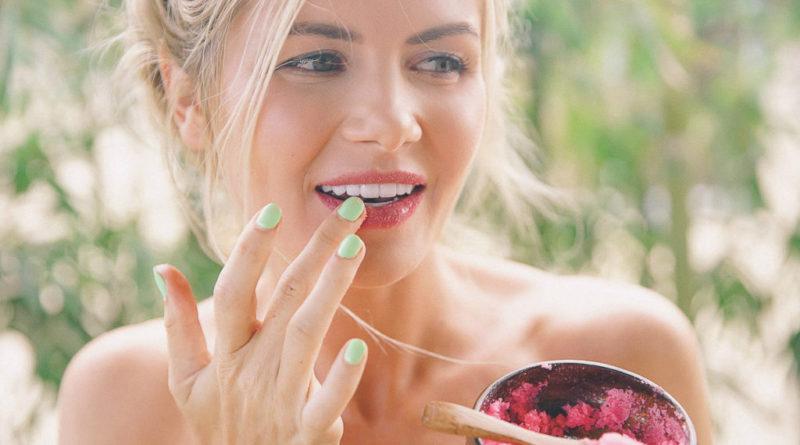 Эффективный скраб для губ на основе домашних ингредиентов своими руками