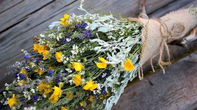 Почему скромный букет полевых цветов лучше пафосного декоративного