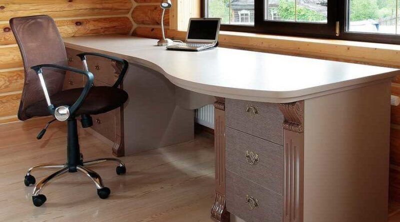 Как выбрать надежный письменный стол и не прогадать